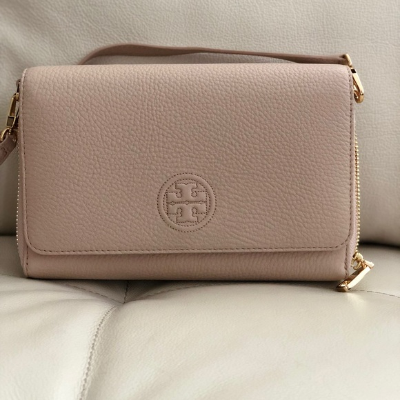 d2bb87ff65a Tory Burch Bombe Flat Wallet Crossbody Light Oak
